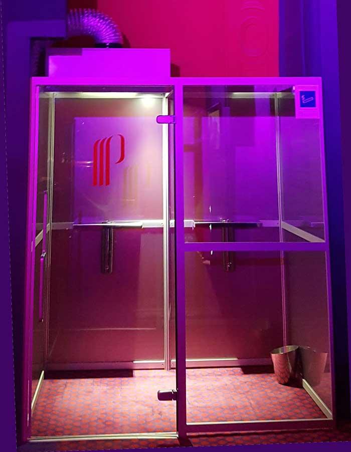 photo SYCLOP - Une cabine fumeurs SYCLOP au Casino Partouche de Cabourg