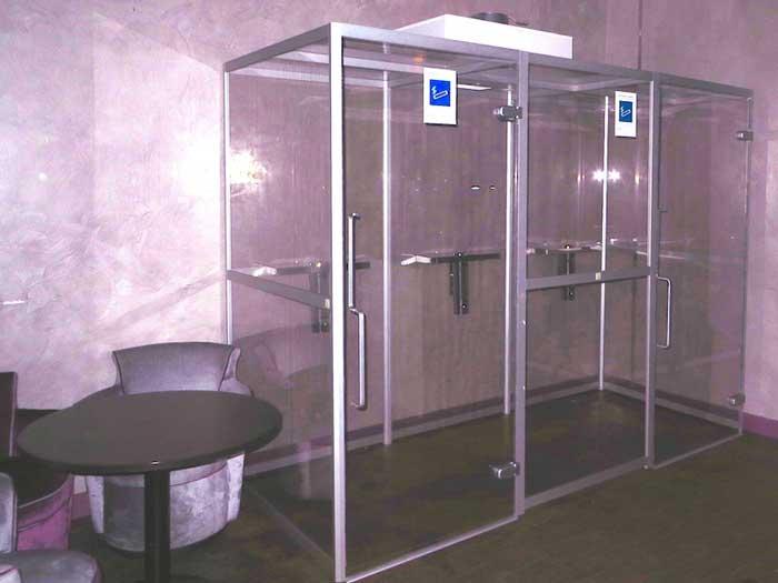 photo SYCLOP - Une cabine fumeur SYCLOP dans une discothèque