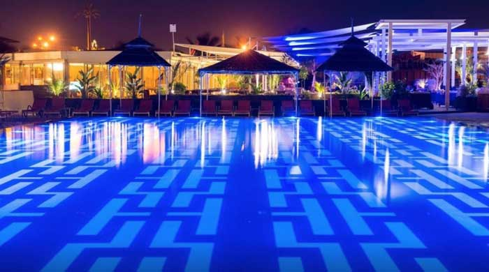 video SYCLOP - Le Terrou-Bi hotel de luxe à Dakar installe 2 cabines fumeurs SYCLOP